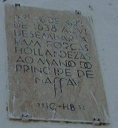 Placa com escrituras dos holandeses